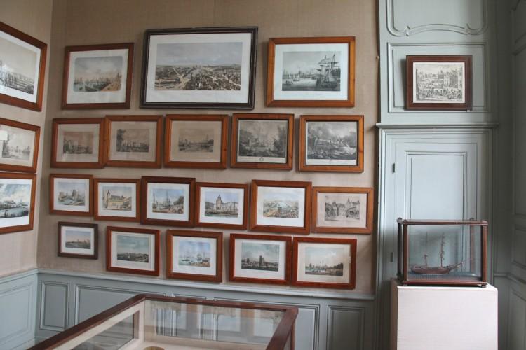Gravures dans la salle des gravures du Musée Dupuy-Mestreau de Saintes