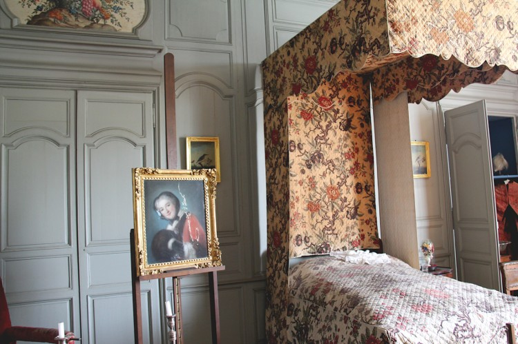 Portrait de Cécile Guinot de Monconseil dans la salle du lit du Musée Dupuy-Mestreau de Saintes