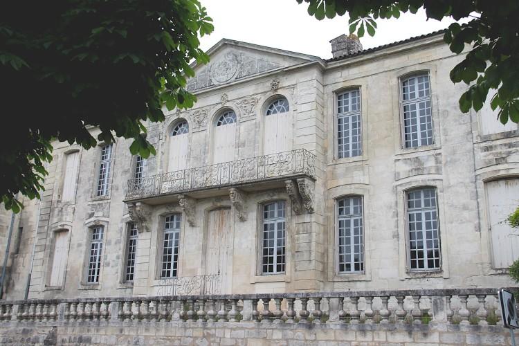 façade côté charente de l'hôtel de Monconseil