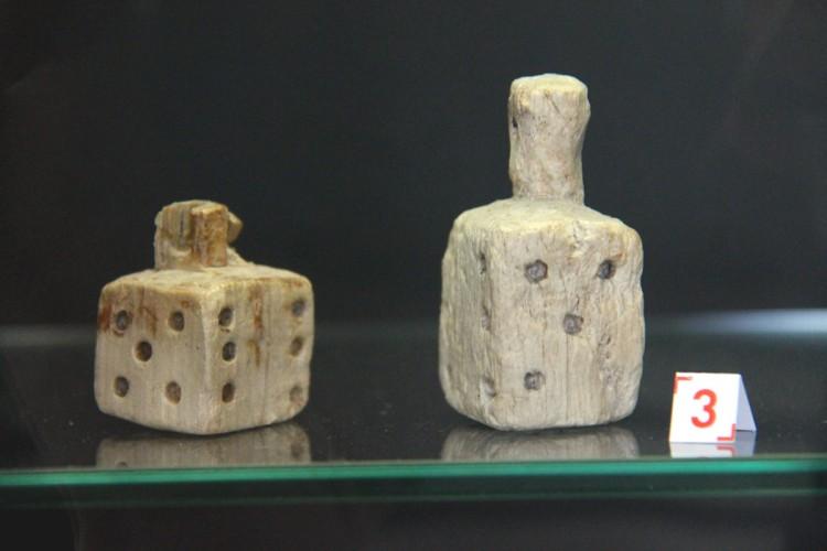 dés à jouer dans le musée archéologique